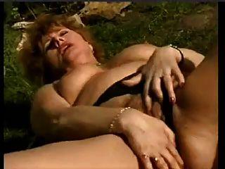 الرطب زوجة القديمة استمناء في الحديقة snahbrandy