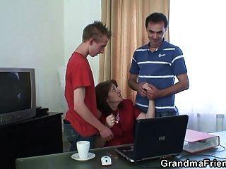 اجتماع في مكتب ينتهي الثلاثي الداعر