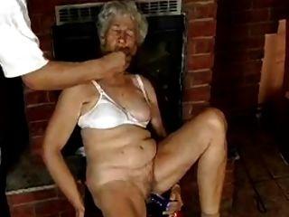 الجدة مشعر مع قضبان اصطناعية