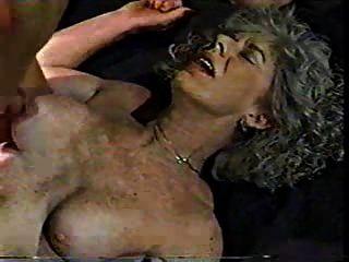 الجدة زلت أحب أن يكون مارس الجنس من الصعب