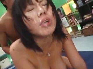 اليابانية فتاة كبيرة الثدي bukake