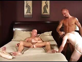 مثليون جنسيا الساخن في tats THREEWAY ضجيجا.