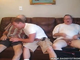 الرجل المجاور 2 الآباء ناضجة مع الرجل المجاور