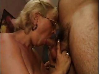 ITA الجدة يمارس الجنس مع صبي