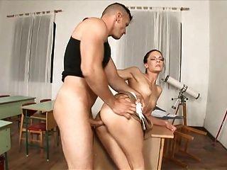 أليز مدرس مارس الجنس من قبل رجل تنظيف حار جدا!A75
