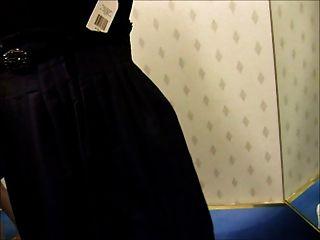 متجر اللسان غرفة خلع الملابس في إعادتها إلى الرف اللباس