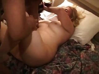 فتاة بيضاء يحصل بي بي سي في الفندق