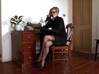 رطبة ميشيل الشعور مفترس في المكتب.