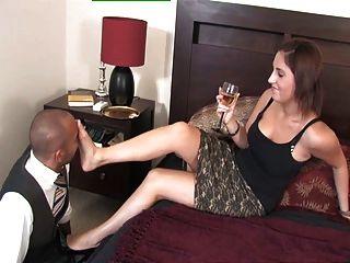 يلعب royalmistress عشيقة أميليا معها الرقيق القدم