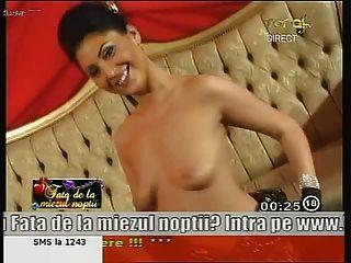 مذهلة الرومانية فتاة آن الرقص عاريا على شاشة التلفزيون!