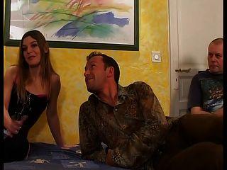 المرأة الفرنسية هي سخيف أمام زوجها
