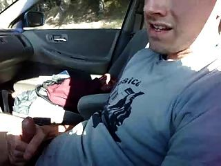 الرجيج في السيارة والتفريغ على تي شيرت
