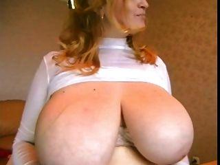 حصلت الأم الثدي!