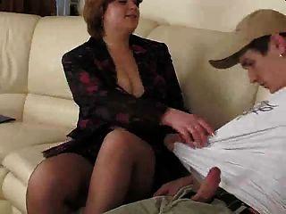 الأم امرأة سمراء طبطب في pornapocalypse pantuhose.by