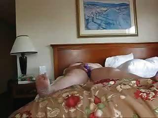 سيدة الأعمال وحدها في فندق