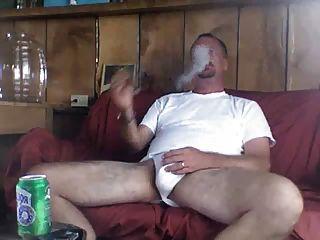 أبي يدخن السيجار عن جدارة بعد أمي سخيف