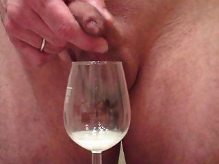 لي الرجيج حمولة كبيرة من خلال القلفة، نائب الرئيس في الزجاج والنبيذ