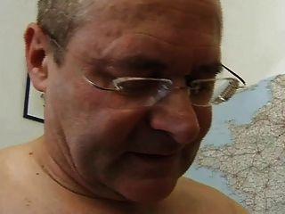 الفرنسية ناضجة 26 شعر الجبهة أمي ورجل يبلغ من العمر