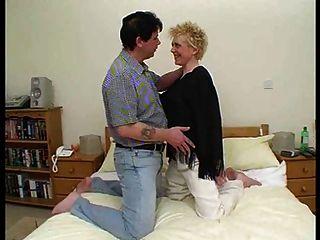 المرأة الناضجة يحب الديك