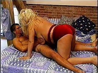 كبير البريطاني وجاينور مفلس الملقب سخيف سيندي على السرير