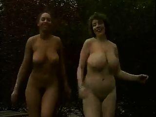 بنات جنسي مع الثدي مثير