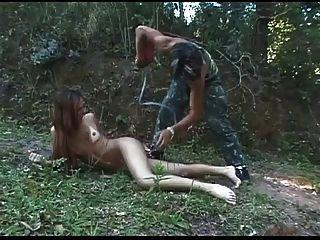لعبة الرطب للخنثى لطيف في BVR الغابات