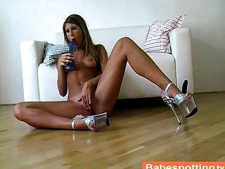 الفتيات القذرة ساقيها دسار زرقاء كبيرة في بوسها.