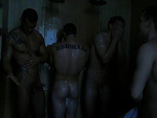 يسخر من بونر له في الحمام