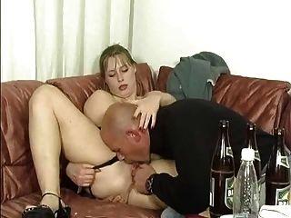 2 المحاسن الألمانية الشرب وفوكين