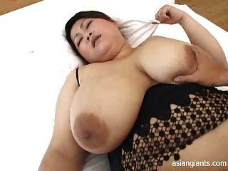 BBW الآسيوية مع الثدي كبير