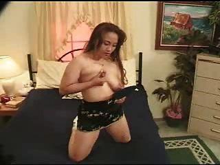niples كبير الآسيوية مع الحليب