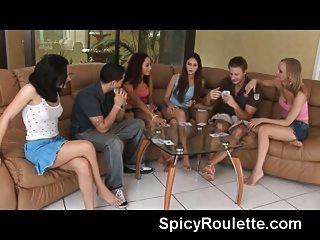 مجموعة من الهواة الشباب لعب البوكر الشريط
