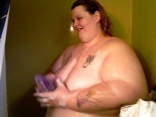 أول مرة على شريط فيديو لي في الحمام
