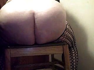 الكلبة الهواة الدهون في المطاط catsuit ركوب دسار ضخمة والنافورات