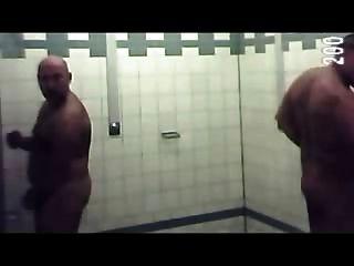 دش حمام السباحة