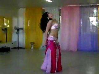 مثير الرقص الشرقي