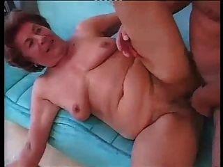 الجدة الألمانية طويل القامة ممارسة الجنس الشرجي الثابت مع شاب