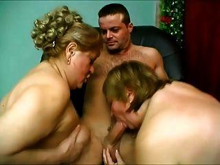 اثنين من الحمار المرأة الكبيرة تعطي له رؤية ل