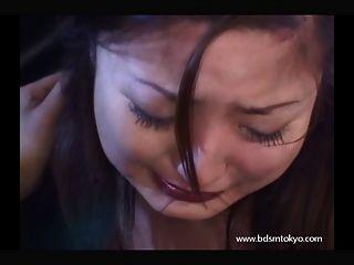 faceslapping اليابانية فتاة في سن المراهقة الرقيق في البكاء الاباحية