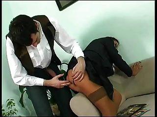 الأعمال الملبس ناضجة مارس الجنس في الحمار