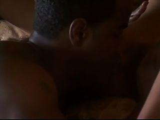 معصوب العينين ومارس الجنس في غرفة النوم