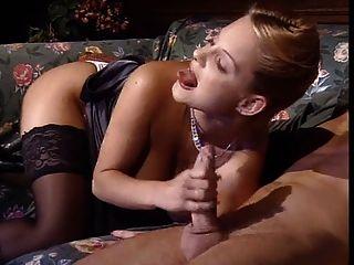 تحصل مارس الجنس شقراء الساخنة في جوارب