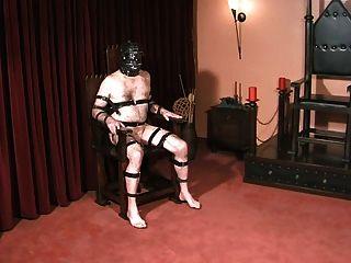 كرات والديك العبيد يعاقب عشيقة القوطية