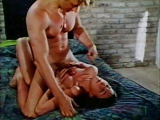 حلقة خمر غير معروفة من عام 1973 (غرام 2)