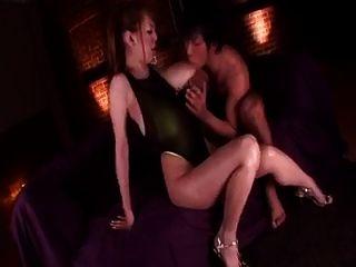 هيتومي تاناكا تدليك الثدي.اليابانية كبير الثدي لقطات الجنس