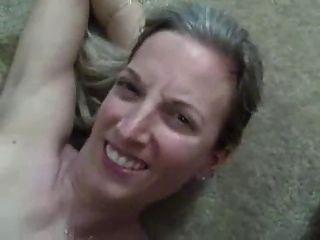 السوبر زوجة الساخنة يحصل حمولة ضخمة من نائب الرئيس في فمها!