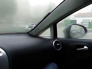 فتاة الاستمناء في السيارة