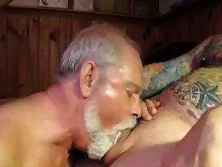 polarbear بابا تمتص وولغ كرات ويأكل نائب الرئيس