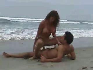 الجنس على الشاطئ 2