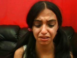 المعلم البرازيلي قاسية يعاقب فتاتين
